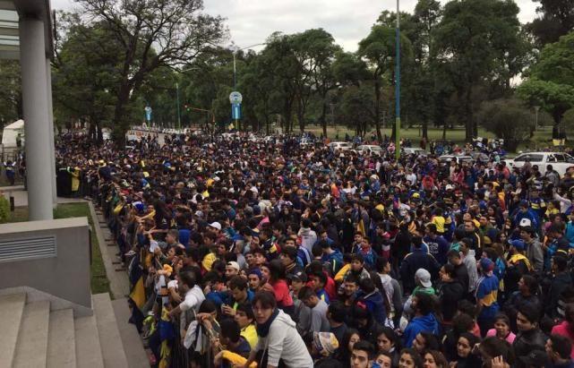 Miles de tucumanos hacen cola para ver Atlético-Boca