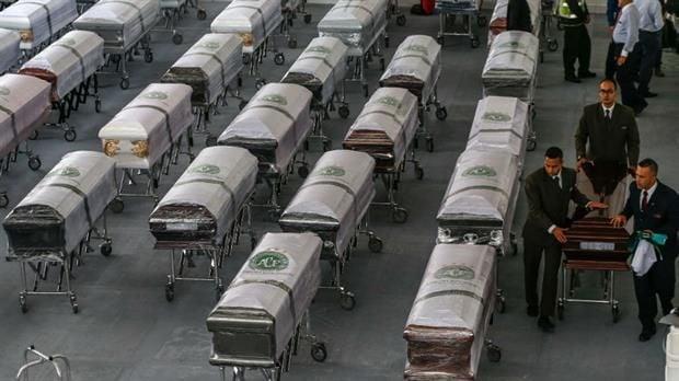Multitud despidió a futbolistas que fallecieron en Medellín — Chapecoense