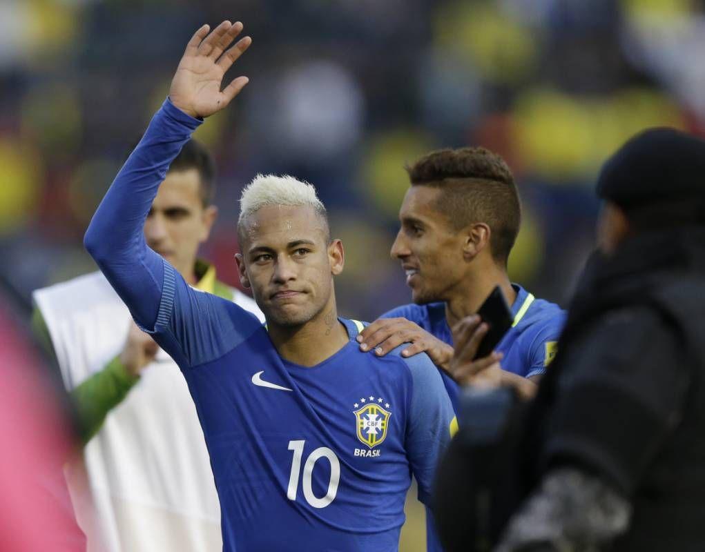 Brasil práctica con bola parada para enfrentar a Ecuador
