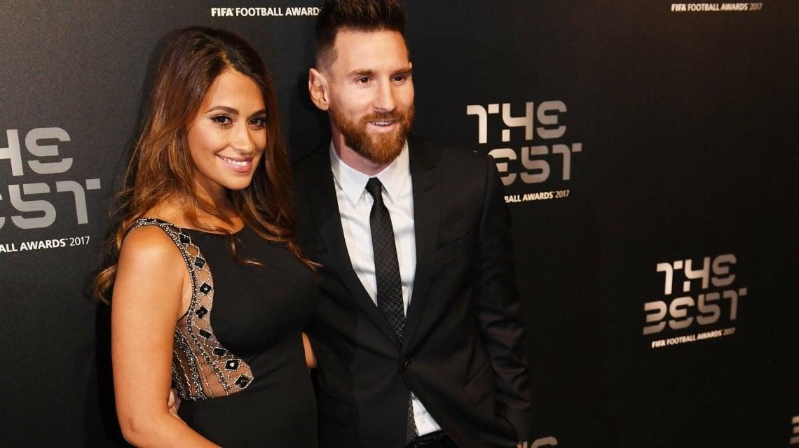 Lionel y Thiago Messi se divierten jugando videojuegos de fútbol