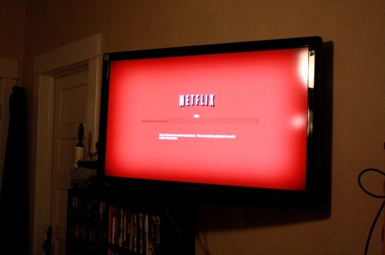 Robó un televisor, se conectó a Netflix y lo atraparon — Insólito