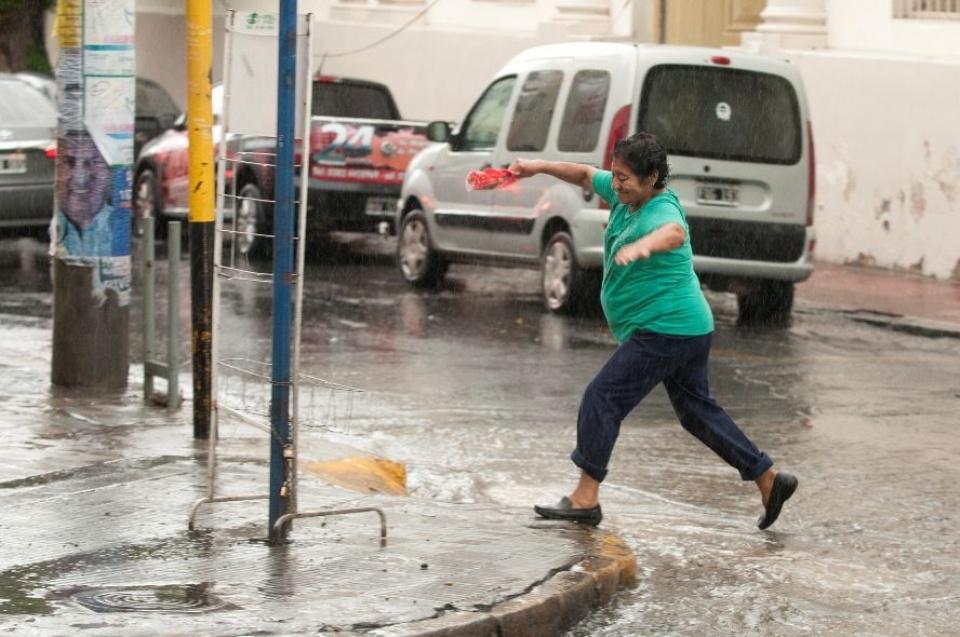 Alerta por tormentas fuertes en el norte y centro de Salta — Pronóstico