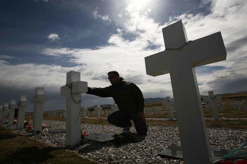 Malvinas: lograron identificar 88 tumbas de soldados argentinos