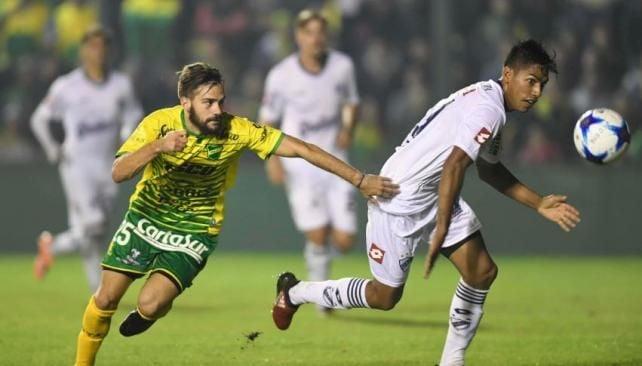 Defensa y Justicia prolongó su buen momento y complicó más a Quilmes