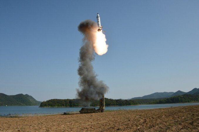 Pyongyang dice que Washington envió bombarderos atómicos tras lanzar su misil