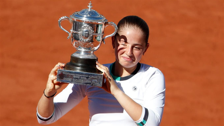 Ostapenko se lleva el título y evita que Halep se lleve el número 1 y su primer Grand Slam.