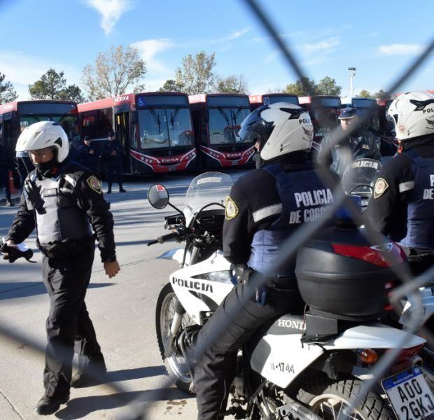 En el octavo día sin transporte, ponen un servicio de emergencia — Córdoba