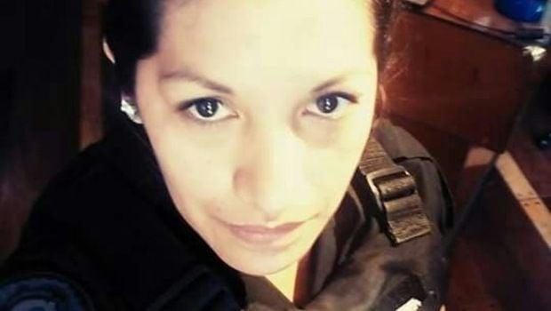 Una mujer policía embarazada se disparó en una comisaría y murió