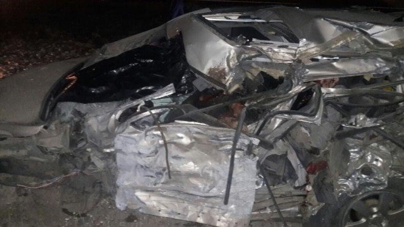 Dos muertos y tres heridos por un grave accidente