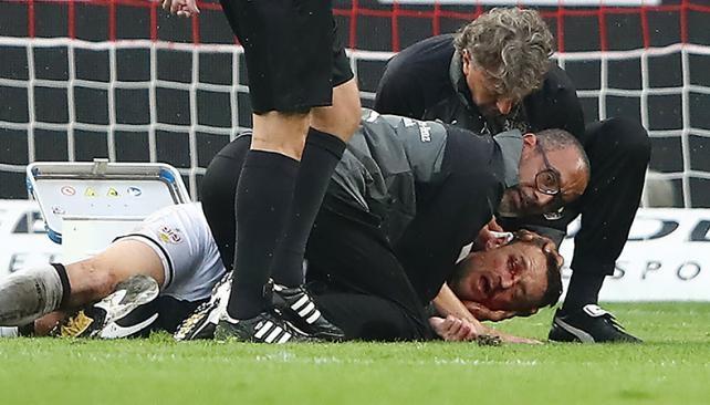 Un médico le salvó la vida a un futbolista — Susto en Alemania