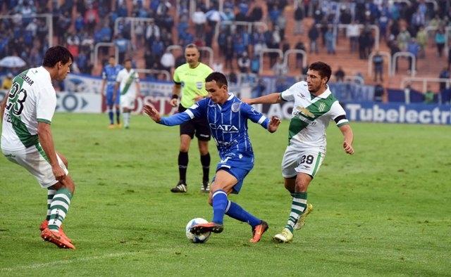 Godoy Cruz y Banfield juegan en Alta Córdoba