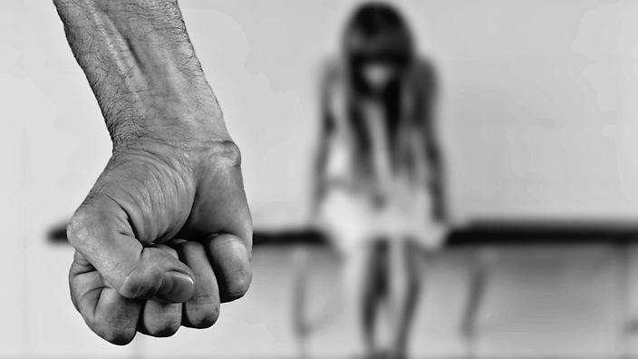 6 hermanas eran violadas con el aval de su madre — Horror