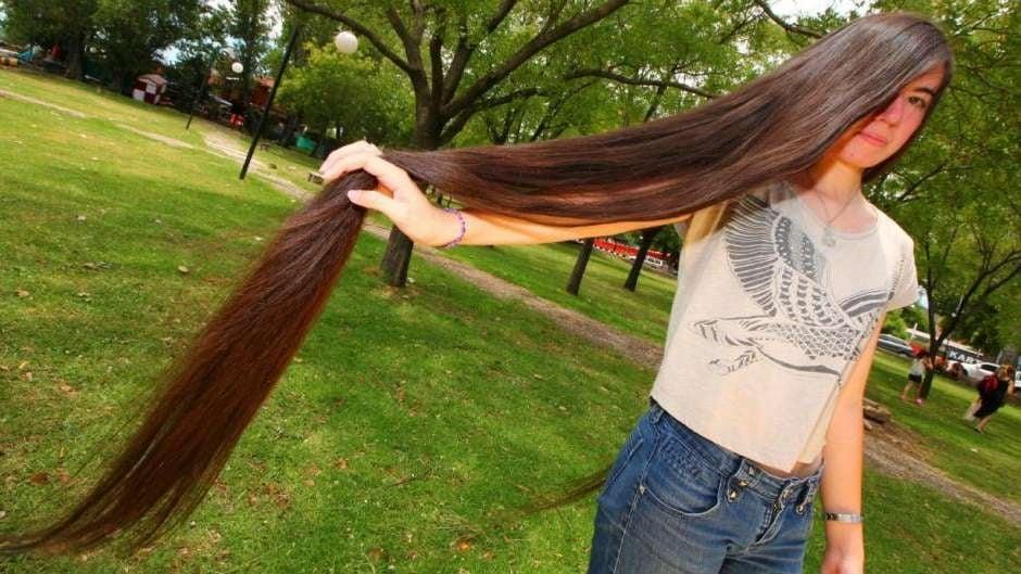 Una joven de Córdoba rompió Récord Guinness del cabello más largo