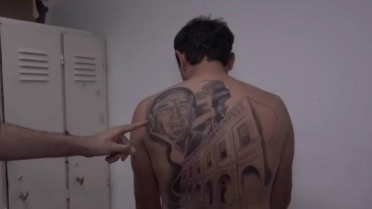 Se tatuó al médico que le salvó la vida