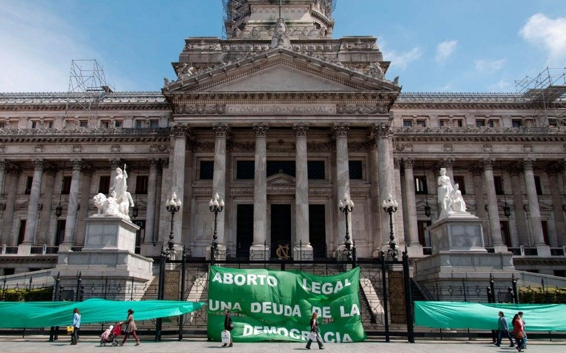 Histórico: el gobierno dio luz verde al debate por el aborto legal
