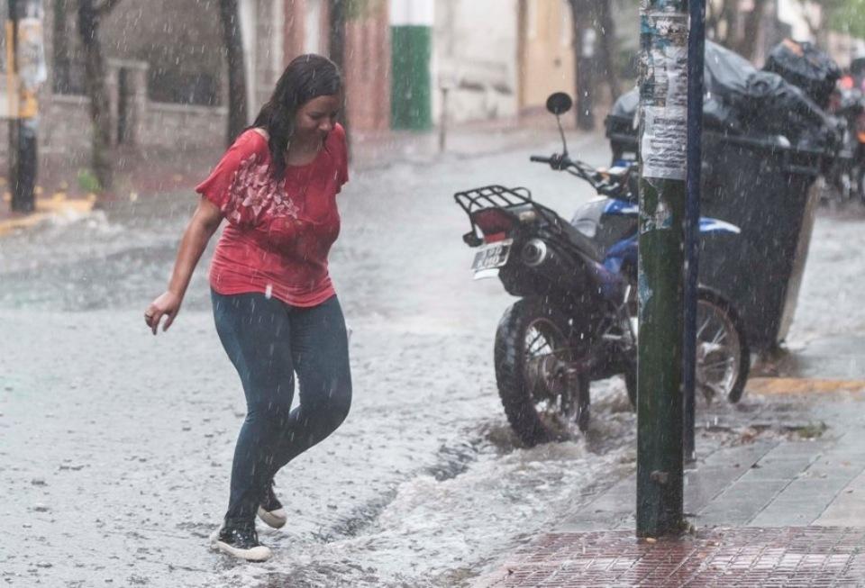 Alerta meteorológico por tormentas fuertes con ráfagas para este domingo