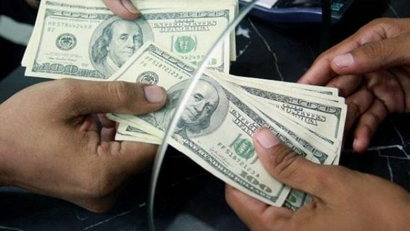 El dólar sumó su tercera baja consecutiva
