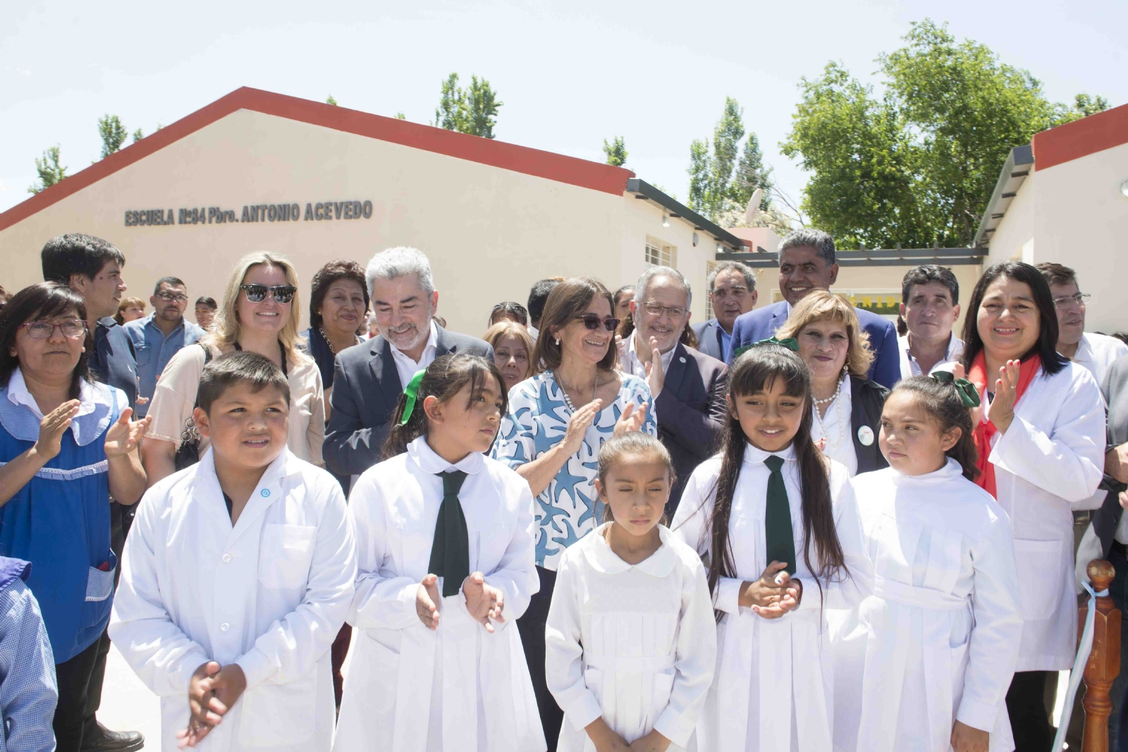 Lucía inauguró obras y entregó viviendas en Belén - Diario El Esquiu