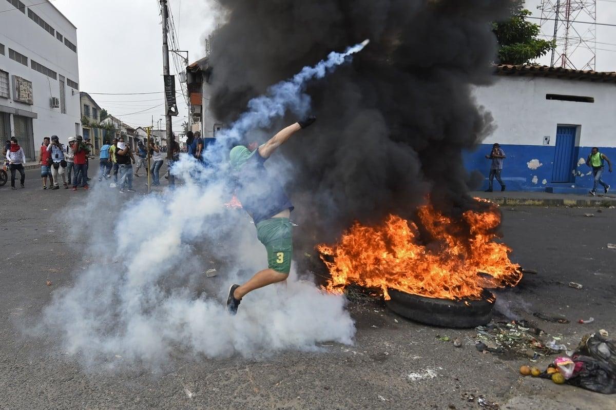 Venezuela: 20 heridos en disturbios por cierre de frontera