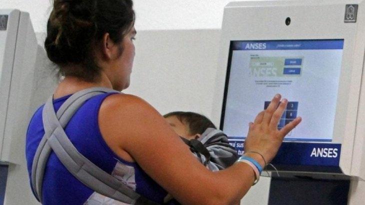 Macri anunció el aumento de 46% de la AUH desde marzo