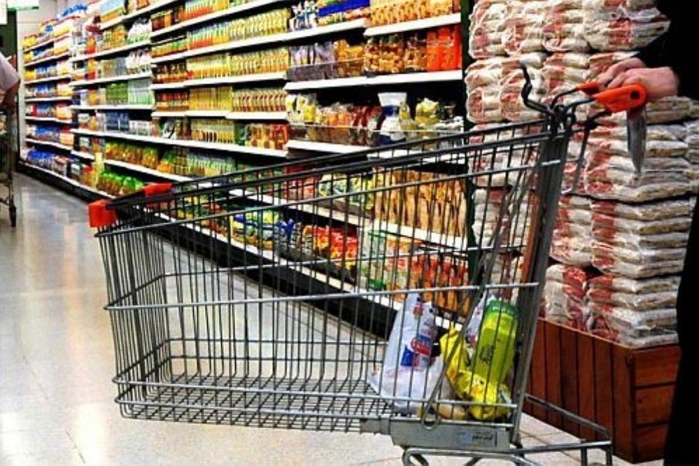 Las ventas en supermercados y shoppings acumulan otro mes de caída