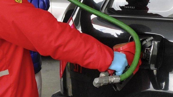Otro golpe al bolsillo: El lunes suben la nafta y el gas