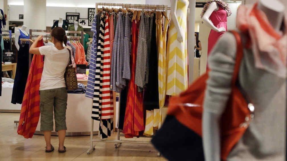 Acuerdan un aumento salarial de 30 % para empleados de comercio