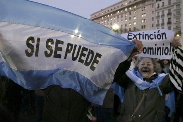 Actualidad: Emocionado, Macri saludó a quienes marcharon para apoyarlo