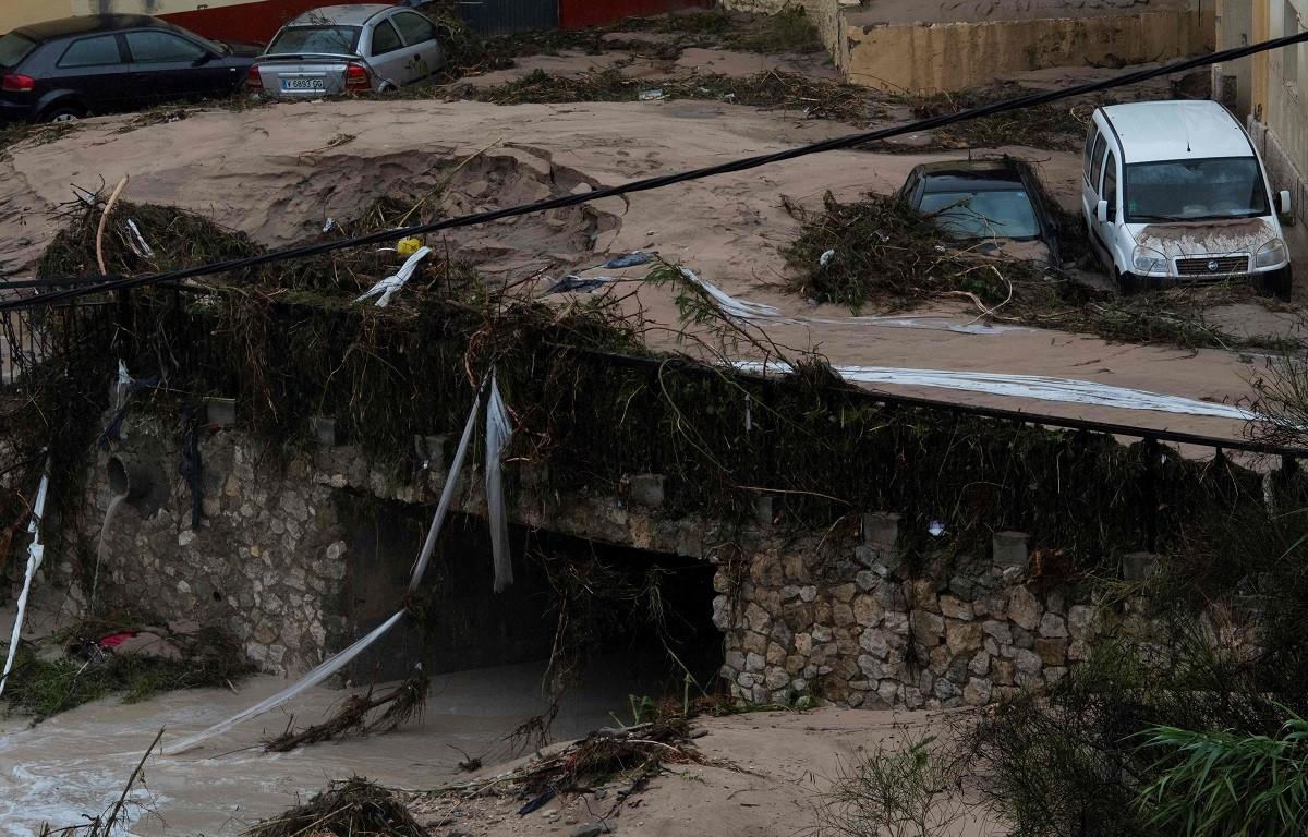 Dos muertos, inundaciones, evacuaciones y cortes viales por el temporal en España