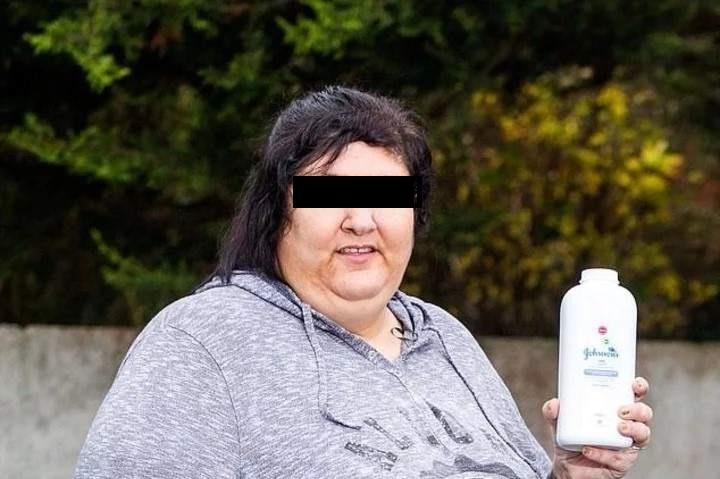 Ella come polvos de talco desde hace 15 años