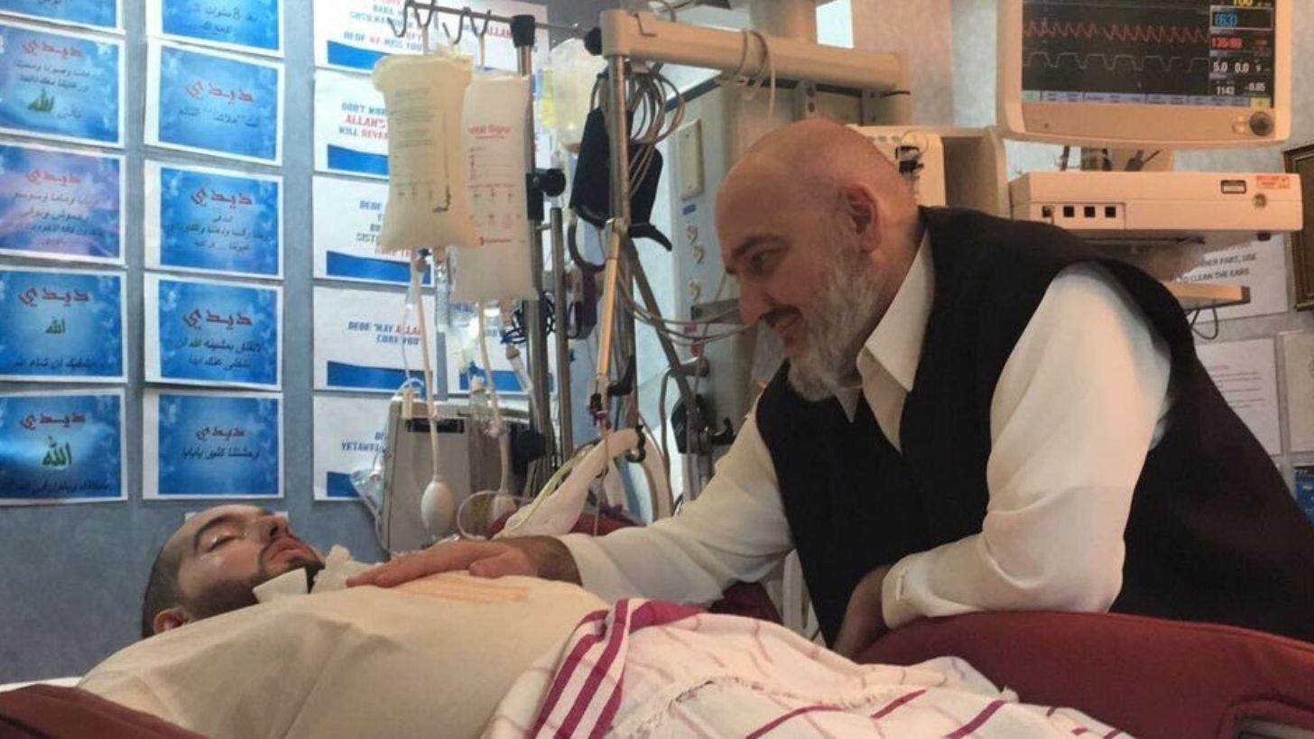 Emocionante: príncipe que lleva 15 años en coma, levantó la mano