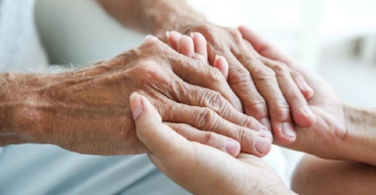 Anciano sobrevivió a la guerra, a la leucemia y ahora fue dado de alta por coronavirus — Piérdete una