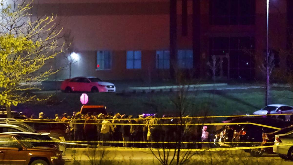 Ocho muertos en un tiroteo en una empresa de correos en Estados Unidos