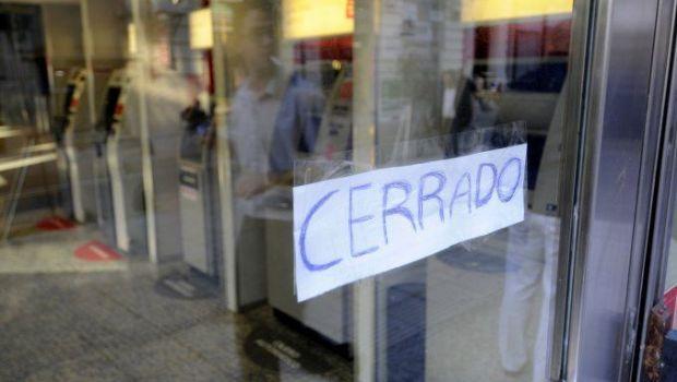 Paro total de bancos en reclamo de paritarias y eliminación de Ganancias