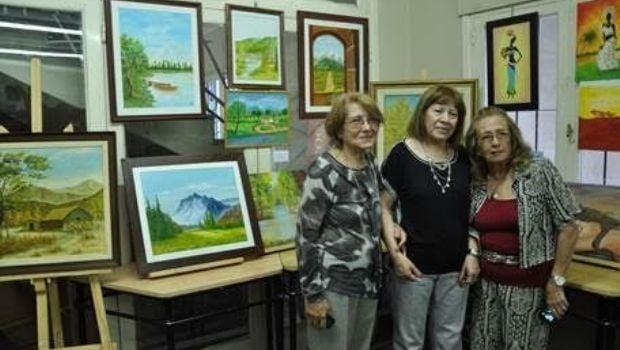 Arte y creatividad en el cierre de talleres de extensión