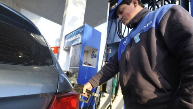 """Mañana aumenta la nafta 8 por ciento y a mitad de año vuelven los """"precios de mercado"""""""