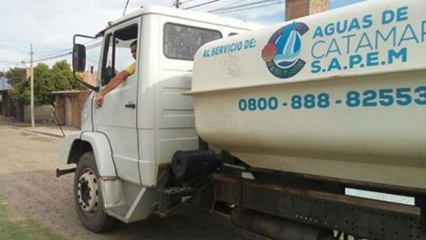 Aclaran que sólo Aguas de Catamarca puede repartir agua en camiones