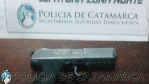 Dos tucumanos arrestados por merodear portando un arma de fuego
