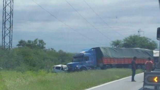 Dos policías mueren tras trágico accidente en ruta provincial 157