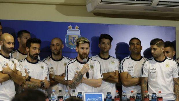 Los jugadores de la Selección llegan al país y siguen sin hablar con la prensa