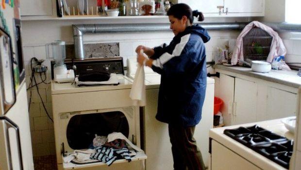 Las empleadas domésticas tienen derecho al aguinaldo: ¿cuánto deben cobrar?