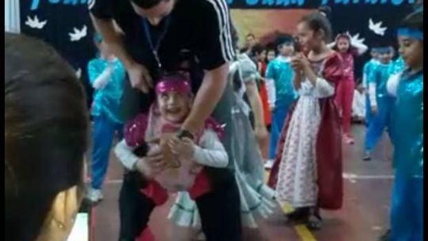 VIDEO: Un profesor ayudó a su alumna con una coreografía y emocionó a todos