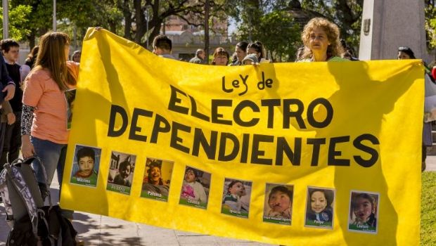 Continúa la polémica por proyectos de ley de electrodependientes