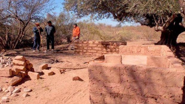 Tinogasta: construyen camping con materiales autóctonos