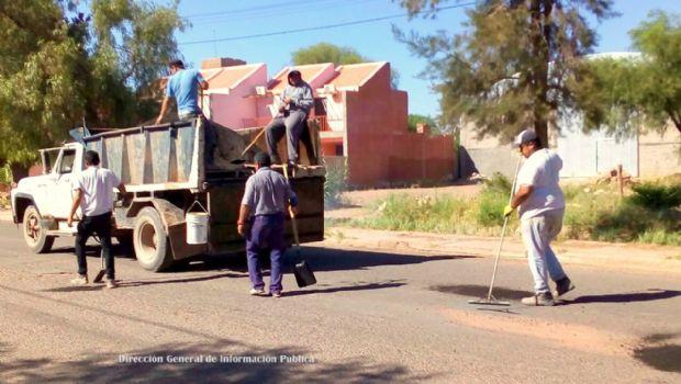 Trabajos de bacheo en Tinogasta