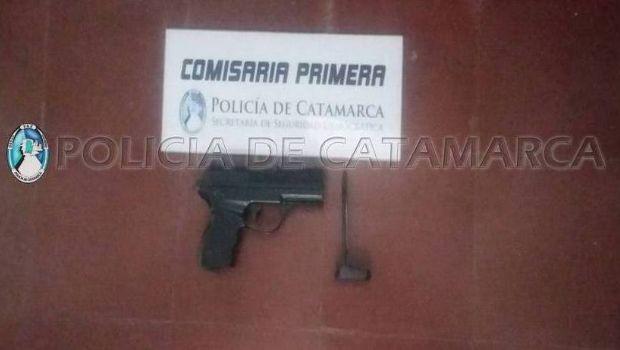 Arrestan a joven que esgrimió un arma en Sarmiento y Esquiú