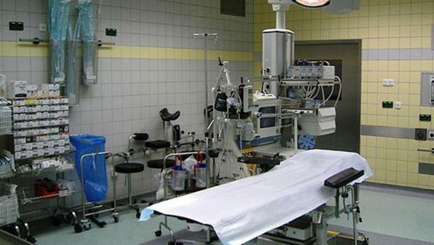 Una médica murió mientras operaba