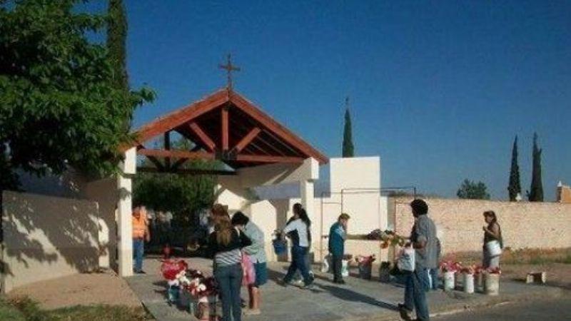 Un menor entró al cementerio a pasar navidad con su madre fallecida