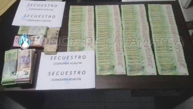 Secuestran dinero en efectivo y detienen a tres jóvenes