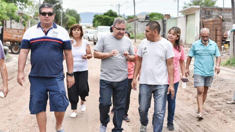 Jalil recorrió barrios afectados por el temporal